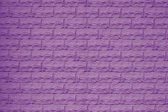 Textura de uma parede de tijolo violeta Roxo brilhante do fundo do tijolo Teste padrão roxo da parede de tijolo Detalhe interior  ilustração stock