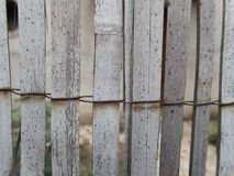 Textura de una cerca de lámina fotos de archivo