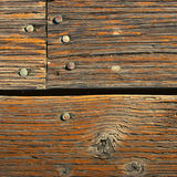 Textura del árbol viejo con los clavos Imagen de archivo libre de regalías