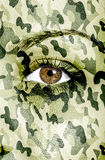 Textura del camuflaje pintada sobre cara femenina Imágenes de archivo libres de regalías