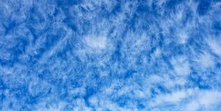 Textura del cloudscape del Altocumulus Imagenes de archivo