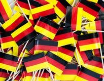 Textura del fondo - un revoltijo de los palillos alemanes tricolores de la bandera imagen de archivo libre de regalías