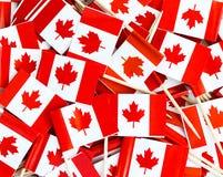 Textura del fondo - un revoltijo de los palillos canadienses de la bandera de la hoja de arce foto de archivo libre de regalías