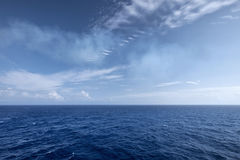 Textura del horizonte del agua y del cielo Imagenes de archivo
