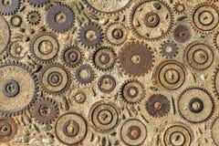 Textura del pavimento con los engranajes y los ladrillos en Montjuic, Barcelona, España fotos de archivo