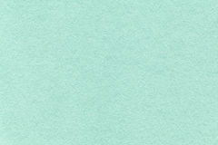 Textura del viejo fondo de papel ciánico ligero, primer Estructura de la cartulina densa de la turquesa Fotos de archivo