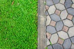 textura do campo da estrada e de grama do passeio Fotografia de Stock