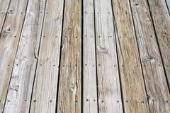 Textura do Decking e dos parafusos de madeira imagens de stock royalty free