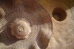 Textura do fim secado do chapéu de palha acima, textu do chapéu do weave da palha de Brown Imagem de Stock Royalty Free