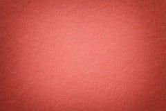 Textura do fundo de papel vermelho brilhante velho, close up Estrutura do cartão denso fotografia de stock