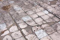 Textura do fundo de pedras de pavimentação sujas velhas fotografia de stock