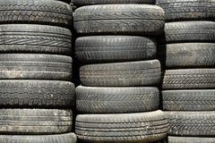 Textura do fundo de pilhas usadas, sujas do pneumático do carro foto de stock royalty free