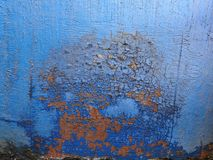 Textura do fundo do ferro oxidado Corrosão do metal azul com mancha vermelha imagem de stock royalty free