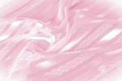 Textura do fundo, teste padrão Tela de seda cor-de-rosa com uma tira clara fotos de stock