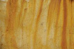 Textura do metal oxidado velho e da pintura amarela Imagens de Stock