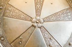 Textura do protetor redondo bonito medieval medieval antigo velho forte de prata da batalha do metal do ferro da armadura O fundo fotos de stock royalty free
