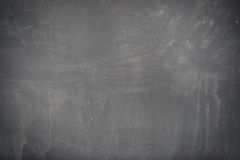 Textura do quadro-negro (quadro). Quadro preto vazio vazio com traços do giz Fotografia de Stock