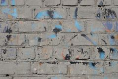 A textura do tijolo com quebras e fundo dos riscos imagens de stock