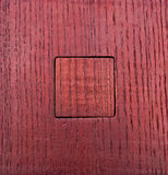A textura do vermelho envernizou a madeira com uma inserção quadrada para dentro Foto de Stock Royalty Free
