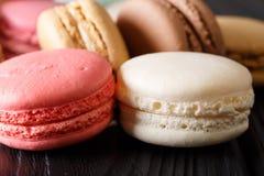 Textura dos bolinhos de amêndoa brancos e cor-de-rosa macro horizontal Fotografia de Stock