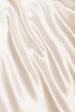 Textura dourada elegante lisa da seda ou do cetim como o fundo No SE Imagens de Stock Royalty Free