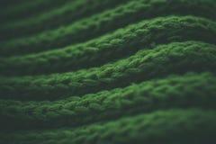 Textura e fundo abstratos verdes Textura e fundo feitos malha verde para desenhistas Vista macro de fibras feitas malha foto de stock