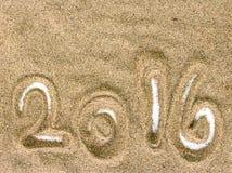 Textura e fundo da areia da praia com 2016 Imagem de Stock