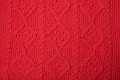 Textura feita malha vermelha com um teste padrão imagens de stock