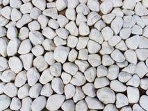 Textura: grande cascalho lixado Pedras brancas pequenas do giz Relevos artísticos dos objetos naturais Imagem de Stock Royalty Free