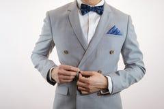 Textura gris de la tela escocesa del traje, bowtie, cuadrado del bolsillo Foto de archivo libre de regalías