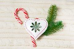 Textura hecha punto de las lanas con la decoración de la Navidad y Imagen de archivo libre de regalías