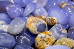 Textura hermosa de las piedras de gema coloridas mojadas naturales de la labradorita fotografía de archivo