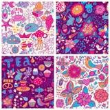Textura inconsútil con las flores, los pájaros y las mariposas. P inconsútil Imagen de archivo