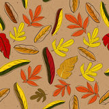 Textura inconsútil con las hojas del red&yellow Foto de archivo