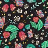 Textura inconsútil del vector con diseño del bordado Estampado de flores coloreado con las flores, las hojas y la mariposa bordad ilustración del vector