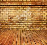 Textura interior del grunge del ladrillo y de madera de la casa Fotos de archivo libres de regalías