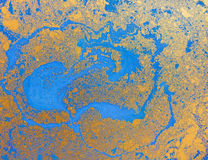Textura líquida azul e dourada, ilustração marmoreando tirada mão da aquarela, fundo abstrato Fotografia de Stock