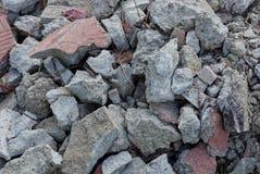 Textura marrom cinzenta das pedras em uma pilha de desperdícios foto de stock