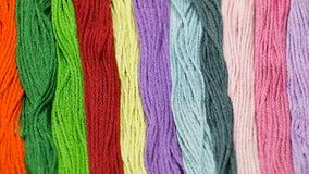 Textura multicolora de los hilos de coser Imagenes de archivo