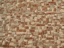 A textura natural da parede de pedras feita da forma irregular balança Imagens de Stock Royalty Free