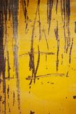 Textura o fondo del metal amarillo del Grunge Imágenes de archivo libres de regalías