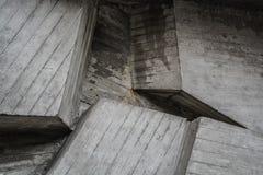 Textura ou fundo cinzento dos blocos de cimento Parede decorativa Formul?rios e linhas diferentes fotos de stock
