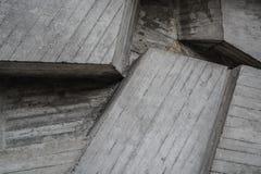 Textura ou fundo cinzento dos blocos de cimento Parede decorativa Formul?rios e linhas diferentes fotografia de stock royalty free