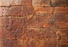 Textura oxidada del metal con los remaches Fotos de archivo