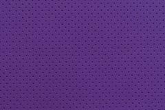Textura perforada púrpura del fondo del cuero artificial Foto de archivo