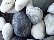 Textura preto e branco do fundo da rocha Fotos de Stock