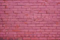 Textura resistida vermelho do tijolo da framboesa ou fundo urbano da parede foto de stock royalty free