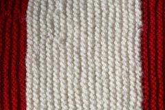 Textura roja y blanca de las lanas de un vestido del invierno hecho a mano Imágenes de archivo libres de regalías