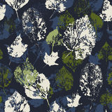 Textura sem emenda com as folhas de outono carimbadas. Imagens de Stock Royalty Free
