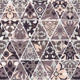 Textura sem emenda do vetor Ornamento dos retalhos do mosaico com elementos do triângulo Teste padrão decorativo dos azulejos por Imagens de Stock